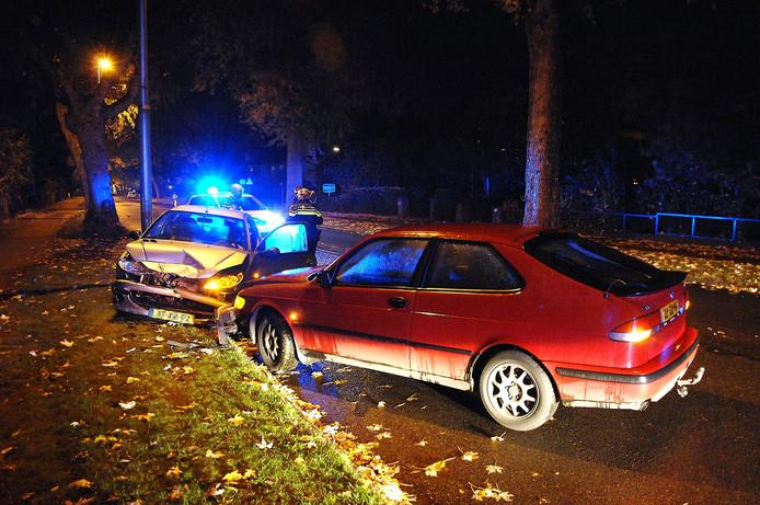 Beide auto's raakten flink beschadigd bij het ongeluk.