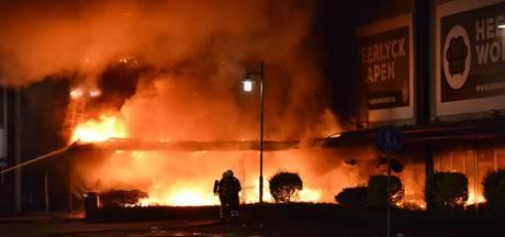 Politie stopt onderzoek naar miljoenenbrand BankstelXL; Tilburgse eigenaar niet meer verdacht