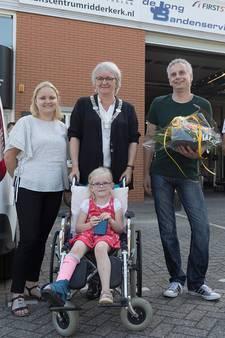 Automonteurs redden meisje (5) met rolstoel uit sloot