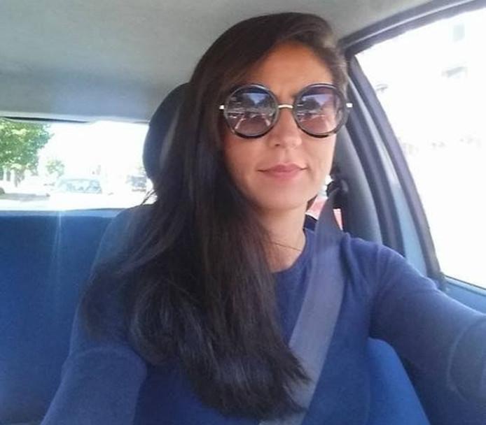 Emine Günay in haar auto.
