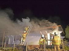 Dak van bungalow in Doornenburg verwoest door brand