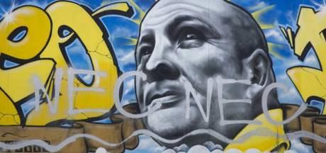 Aanhang Vitesse geeft geld van NEC aan KWF Kankerbestrijding