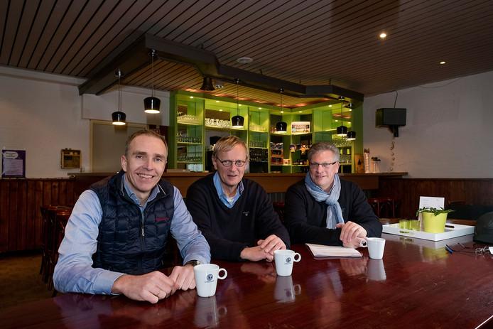 De bestuursleden van Stichting Hessenhal. Vlnr: Ton Bertram, Rudolf Kits en Coen van Beek.