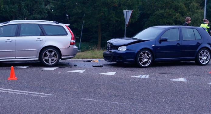 Het ongeluk veroorzaakte een flinke ravage op de weg.