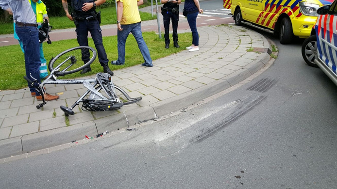 De fietser werd geschept op de kruising van de Costerweg en de Walstraat
