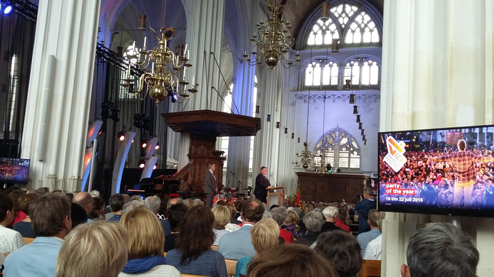 Opening van de Vierdaagsefeesten in de Sint Stevenskerk.