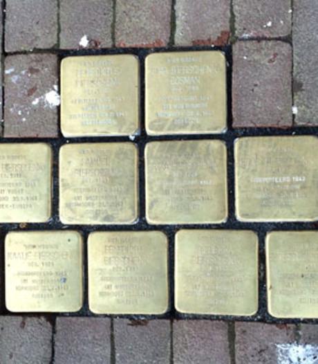 Stolpersteine worden met beton 'diefstalproof' gemaakt