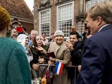 Koning Willem-Alexander verrast jeugd met de Dab