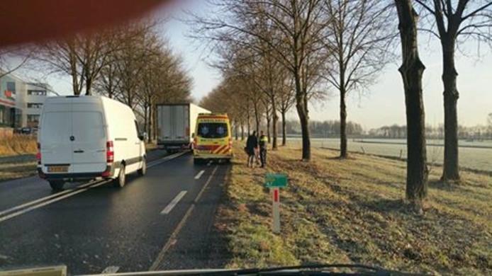 Hulpdiensten op de N320 bij Culemborg hebben de motorrijder geholpen.