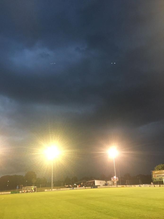 Onweer boven Tiel, veld van TEC.