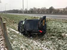 Bestuurder rijdt sloot in langs A73 bij Haps