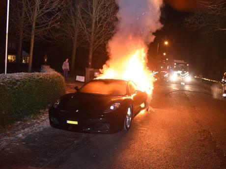 Ferrari van een dag oud gaat in vlammen op