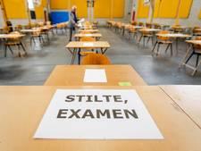 Afgestudeerde vriend maakt twee jaar examens van vriendin