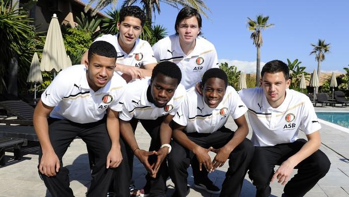 De jonkies van Feyenoord (vlnr): Tonny Trindade De Vilhena, Anass Achahbar, Elvis Manu, Mats van Huijgevoort, Terence Kongolo en Matthew Steenvoorden.