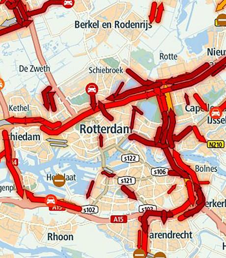 Chaos op wegen rond Rotterdam door regen