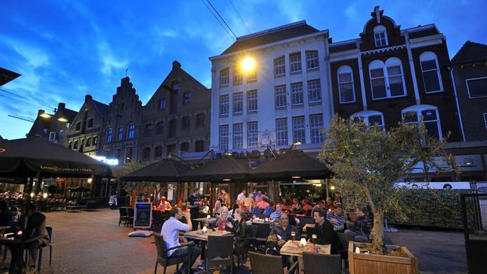 Gezelligheid op de Korenmarkt in Arnhem.