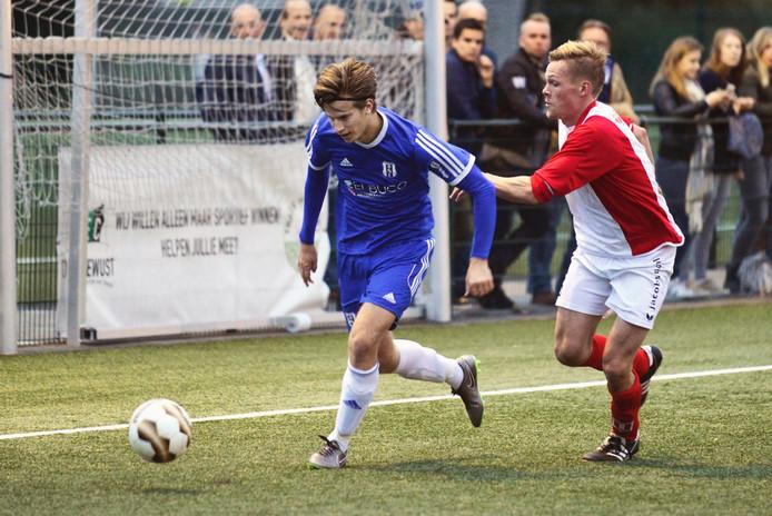 Archieffoto DVOL (rood wit) verslaat tegenstander OCS met 4-1