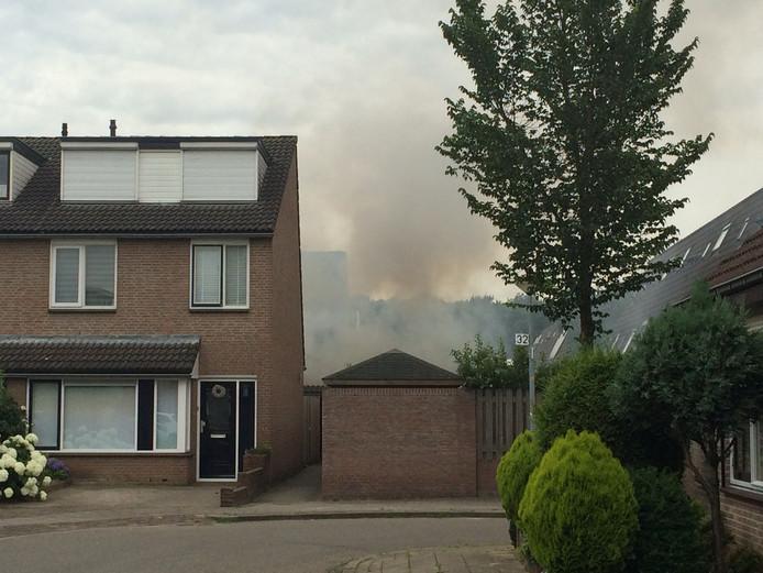 Bij de schuurbrand aan de Abersland is veel rook vrijgekomen.