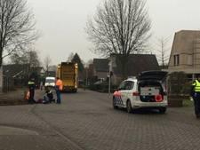 Man valt van vuilniswagen in 's-Heerenberg