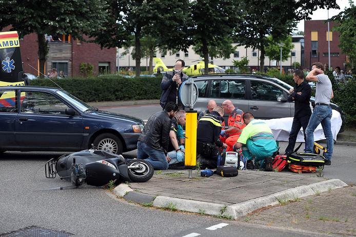Politie en ambulance ter plaatse bij het ongeval.