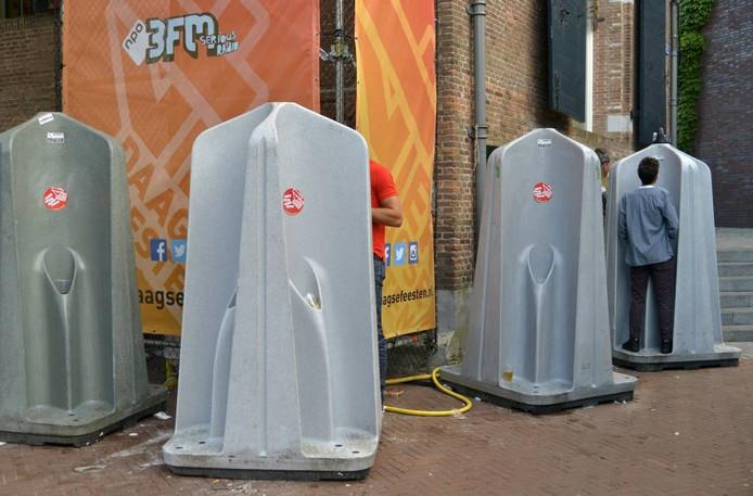 Mobiele urinoirs op het Koningsplein in Nijmegen. Foto: Flip Franssen