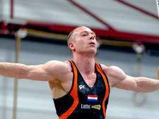 Yuri van Gelder doet olympische ringenoefening op Lowlands
