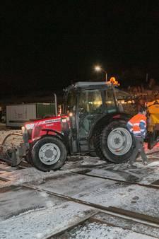 Tractor op spoor: treinverkeer tussen Arnhem en Zevenaar hervat