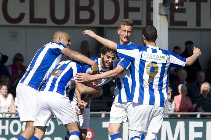 FC Lienden viert een treffer van Abderrahim Loukili (derde van links).