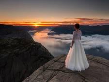 Koppel rijdt 10.000 kilometer voor foto's van bruid in trouwjurk