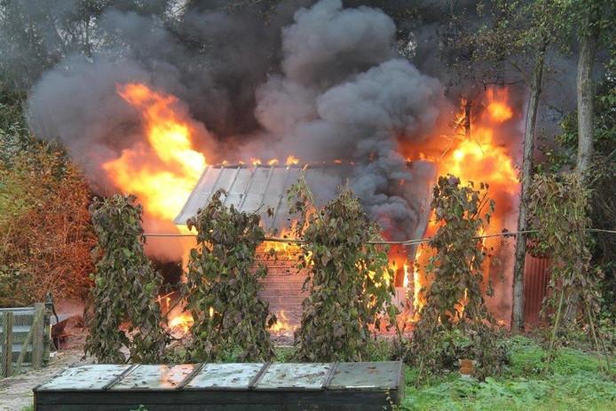 Een schuur in Acquoy is verloren gegaan bij een brand.