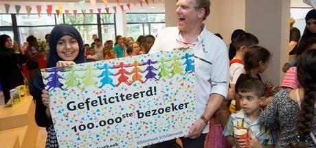 100.000ste bezoeker van Bibliotheek Schilderswijk