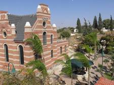 Terborgse synagoge in Israël tussen de wuivende palmbomen (fotoserie)
