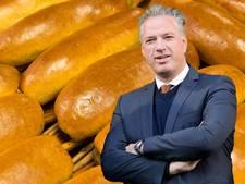 Manders trakteert ADO-supporters uitvak op broodje worst