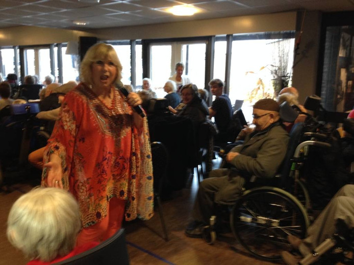 Willeke Alberti zingt in de Pronsweide.