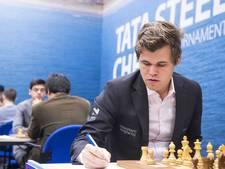 Schaakgrootheid Magnus Carlsen op bezoek in De Kuip