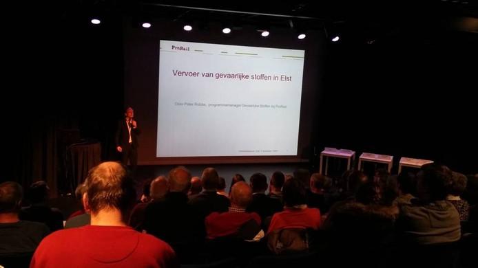 In theater De Kik in Elst werd maandagavond de spoorveiligheidsinformatie-avond gehouden.