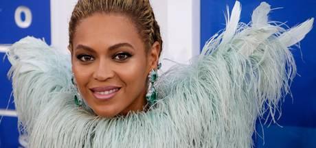 Politieke statements op 'rode' loper MTV Video Awards