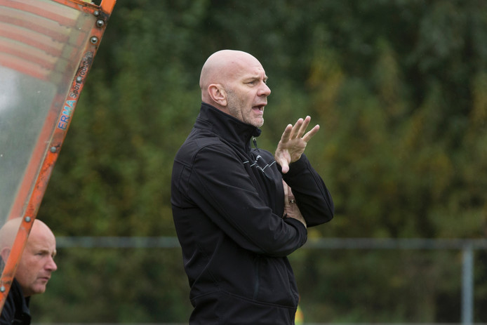 Wil Beijer als coach van Leones.