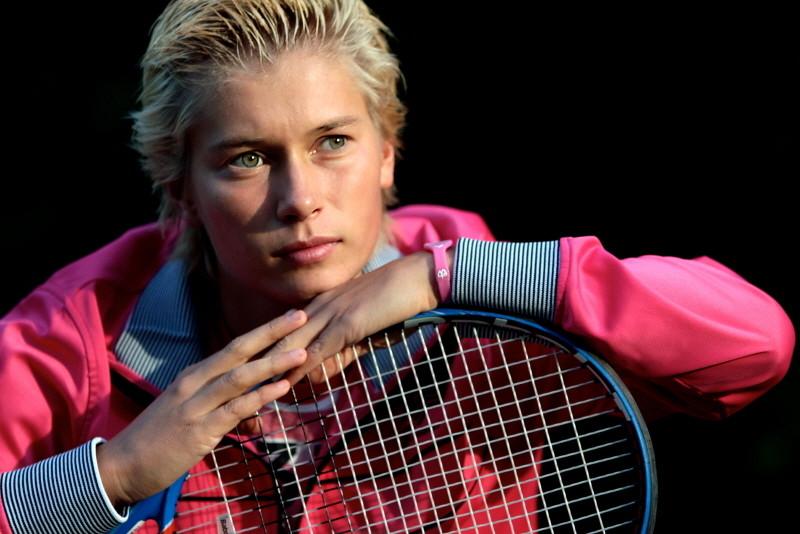 Tennisster schuurs met schrik vrij in melbourne foto for Demi schuurs