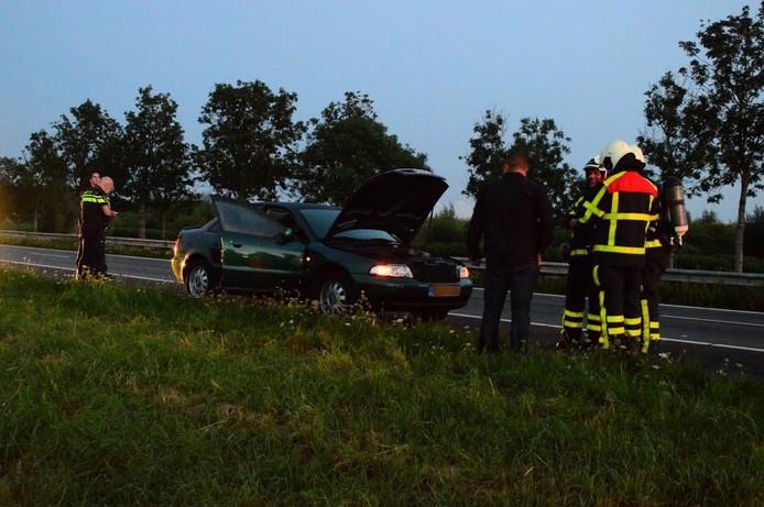 Brandweerlieden hebben het voertuig gecontroleerd.