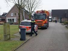 Chauffeur valt van vuilniswagen en breekt arm in Ulft
