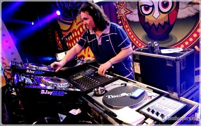 DJ Slowpoke in actie.