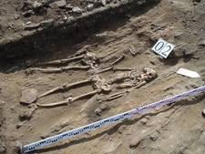 Skeletkoppel lag 5000 jaar hand in hand
