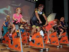 Spinning marathon Heroes for Heroes in Gebouw-T brengt 33.642 euro op (video)