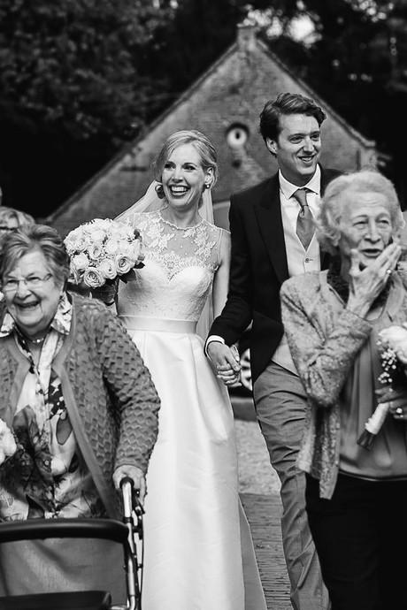 Oma's van huwelijkspaar als bruidsmeisjes