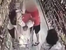 Man probeert kind te stelen uit supermarktkarretje