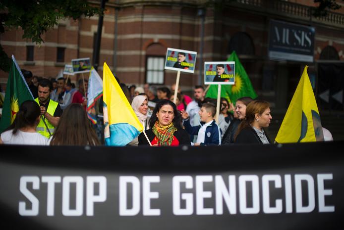 Betoging tegen bombardementen van Turkije op Koerdische doelwitten in zuiden Turkije.