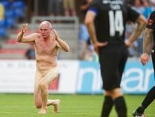 Ex-Feyenoorder Elstrup naakt over het veld