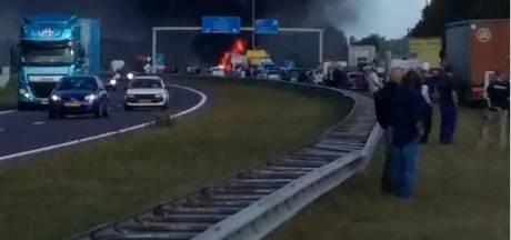 Vrachtwagen rijdt in op file bij Joure, meerdere gewonden