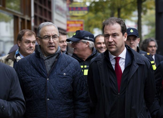 Asscher laat zich graag fotograferen met zijn populaire partijgenoot Aboutaleb.